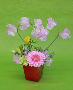 季節のお花を使用したアレンジメント体験