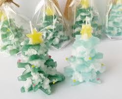 クリスマスツリーのキャンドル作り体験